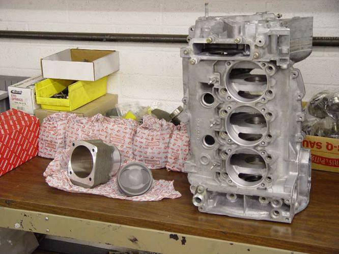 Albarran - 08 Engine Case Mahle
