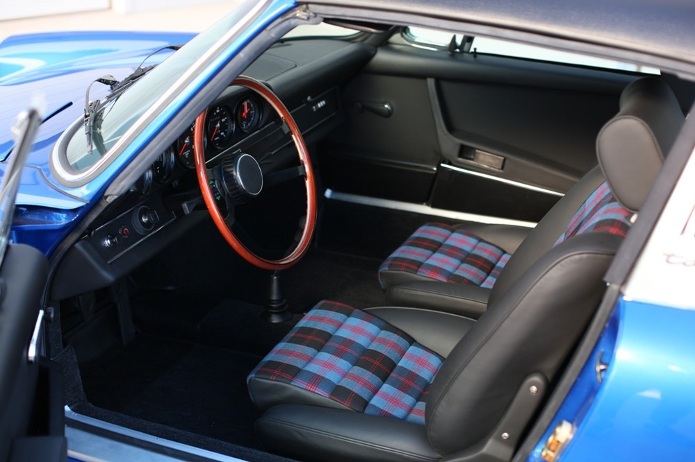 72 911 TARGA L SIDE INTERIOR