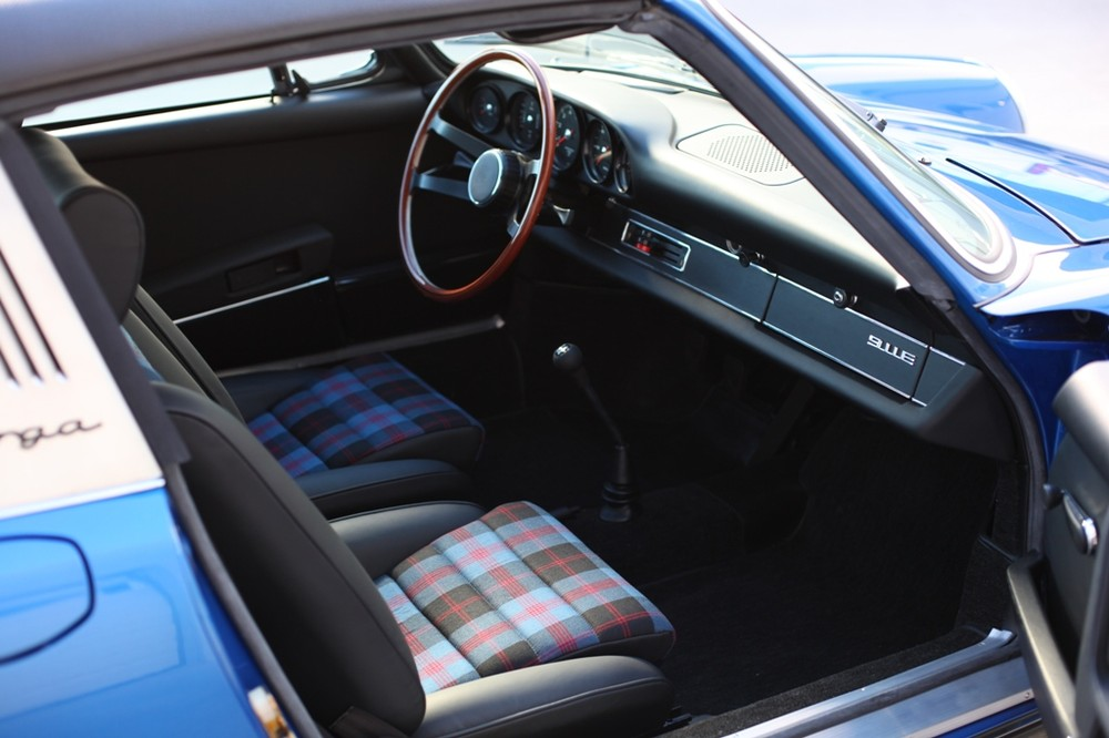 72 911 TARGA R SIDE INTERIOR