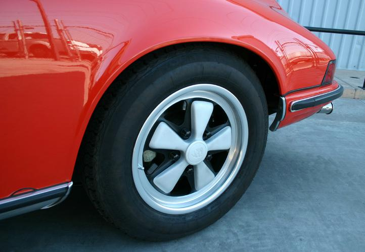 73-911T-DH-left rear wheel detail