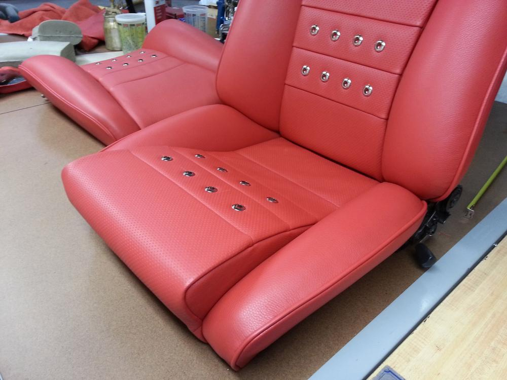 84 911 ST LEATHER SEAT DETAIL 1