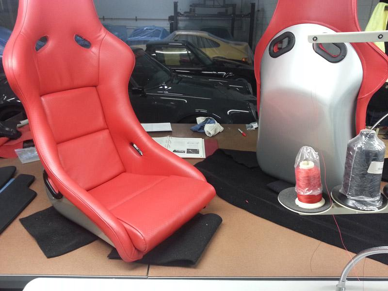 916 GB red leather seats