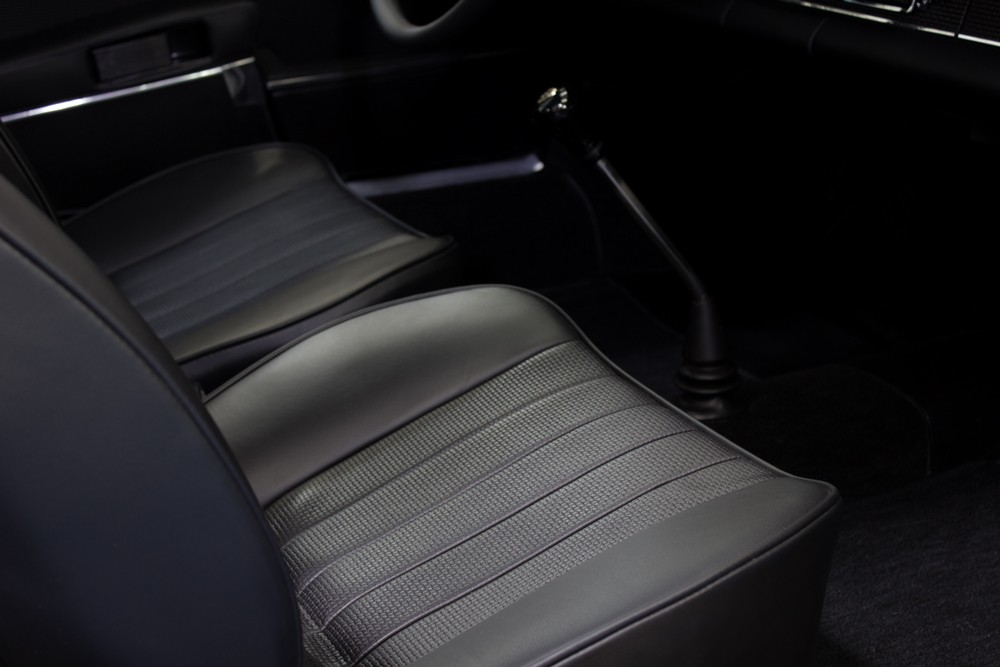 69 911 E MFI full leather seats