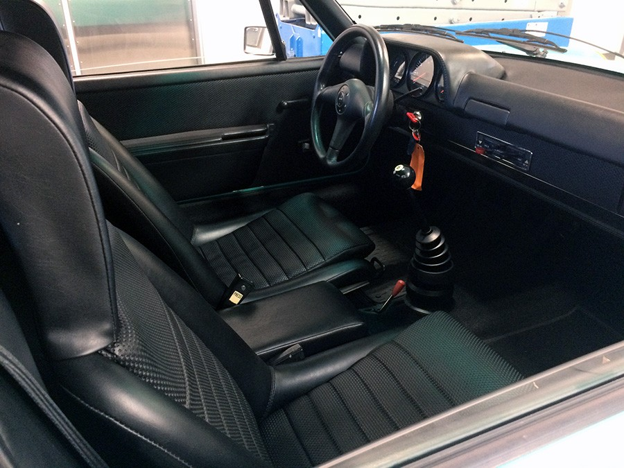 Teal 914-6 Interior